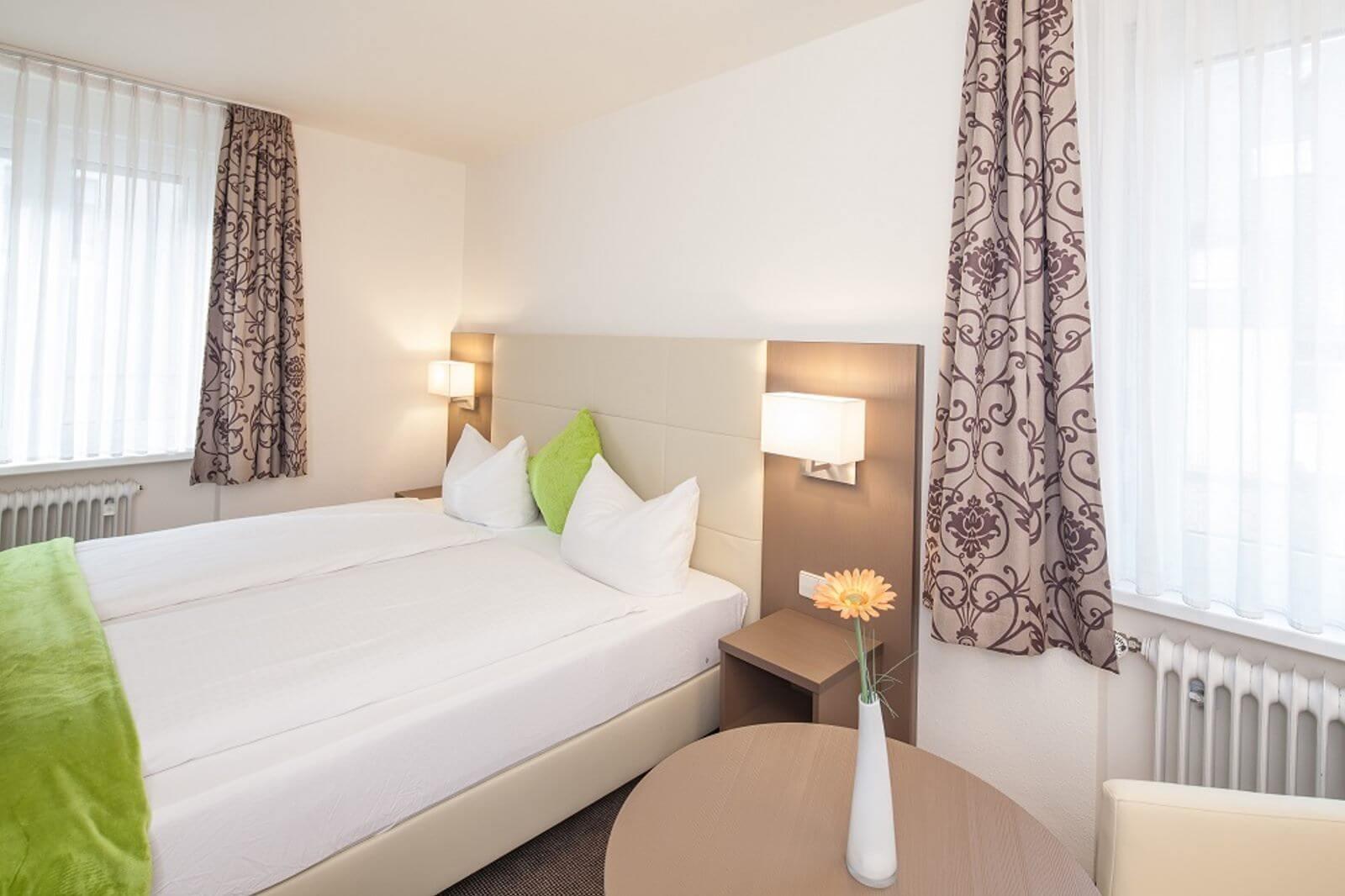doppelzimmer-hotel-garni-pension-freiburg-cityhotel-innenstadt-guenstig (1)