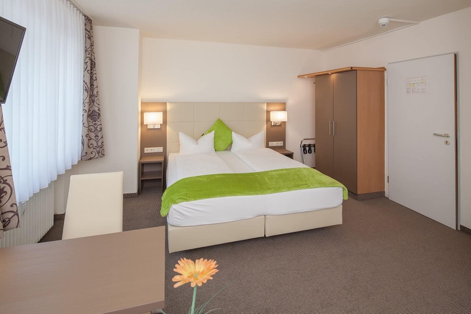 doppelzimmer-hotel-garni-pension-freiburg-cityhotel-innenstadt-guenstig (2)