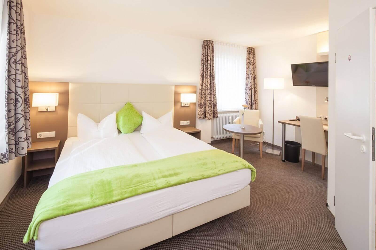 doppelzimmer-hotel-garni-pension-freiburg-cityhotel-innenstadt-guenstig (3)