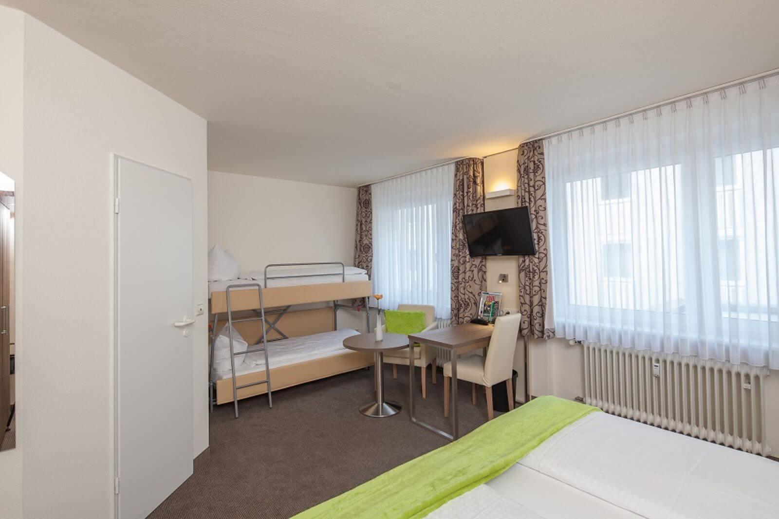 familienzimmer-freibettzimmer-garni-pension-freiburg-cityhotel-innenstadt-guenstig (1)