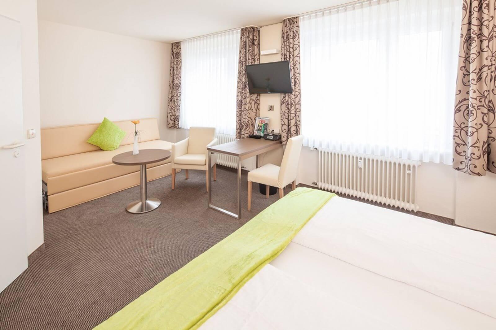 familienzimmer-freibettzimmer-garni-pension-freiburg-cityhotel-innenstadt-guenstig (2)