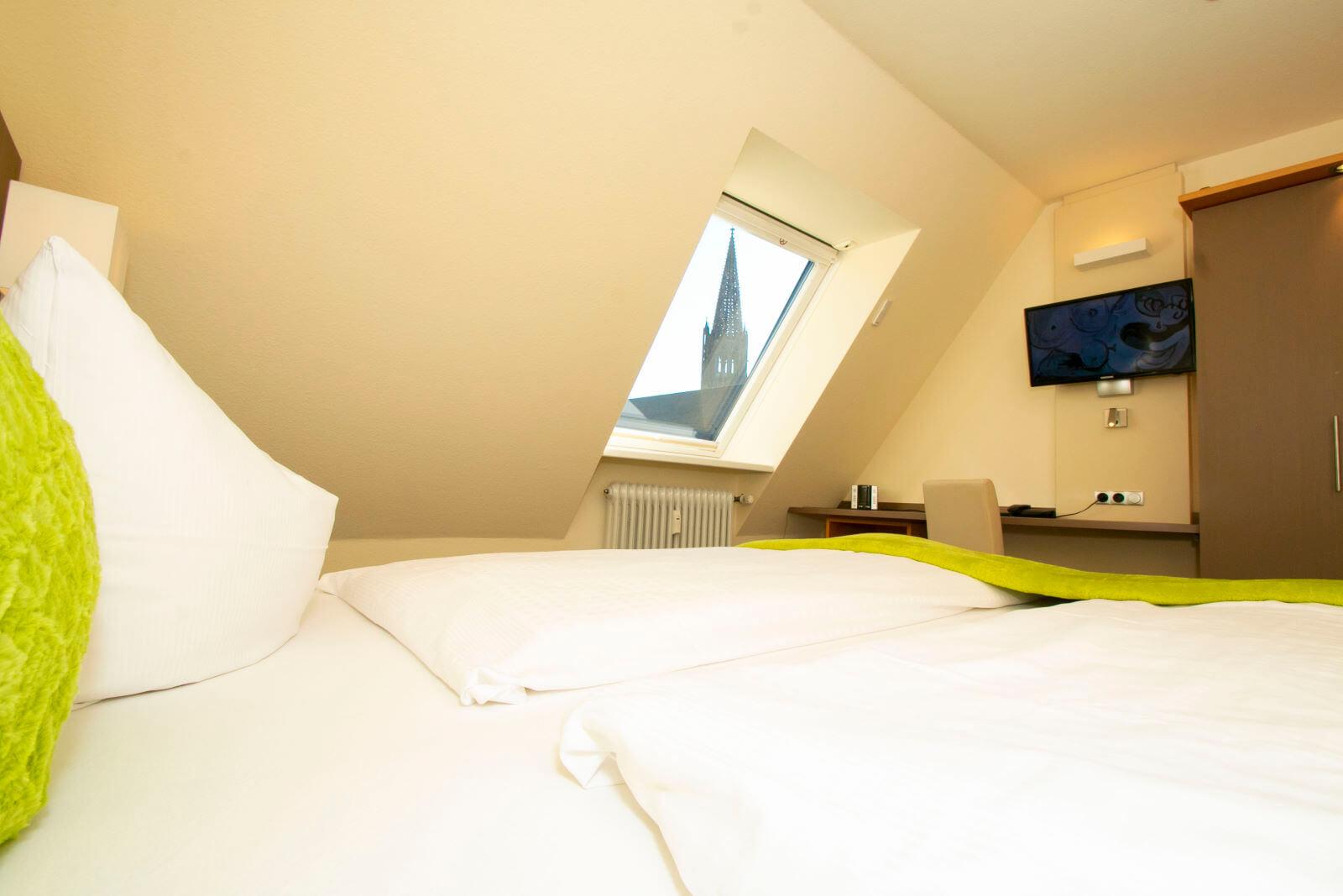 familienzimmer-suite-apartment-hotel-garni-pension-freiburg-cityhotel-innenstadt-guenstig (3)