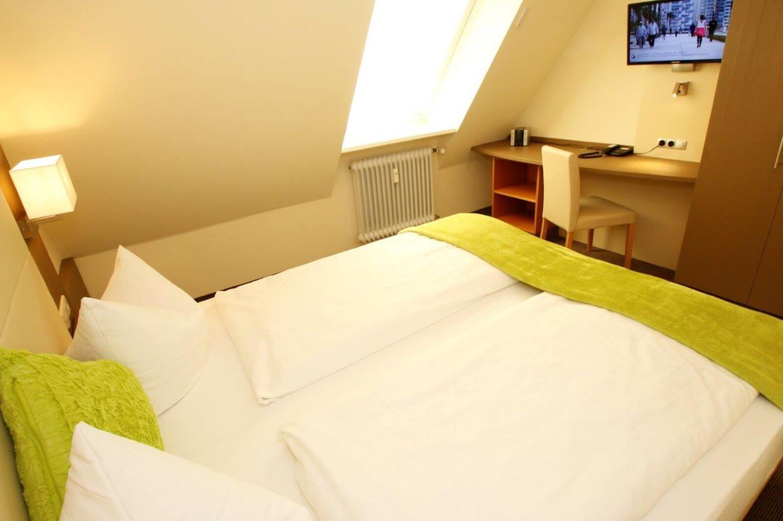 familienzimmer-suite-apartment-hotel-garni-pension-freiburg-cityhotel-innenstadt-guenstig (4)