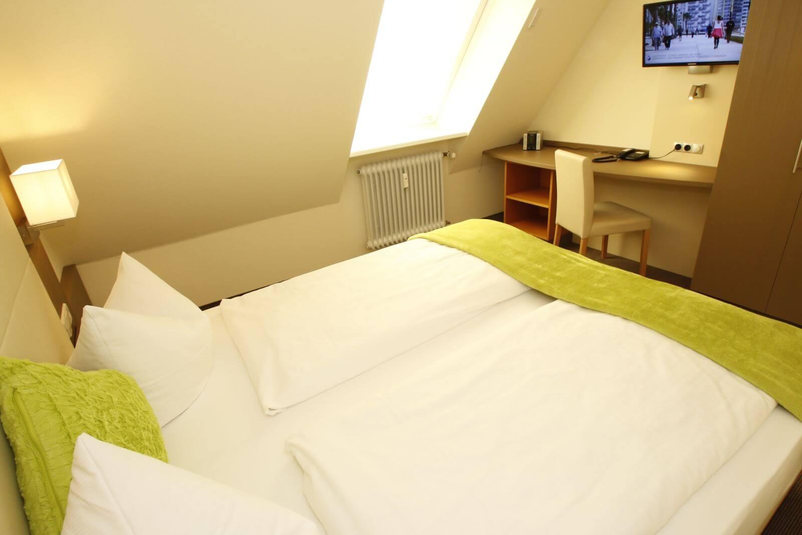 familienzimmer-suite-apartment-hotel-garni-pension-freiburg-cityhotel-innenstadt-guenstig (5)