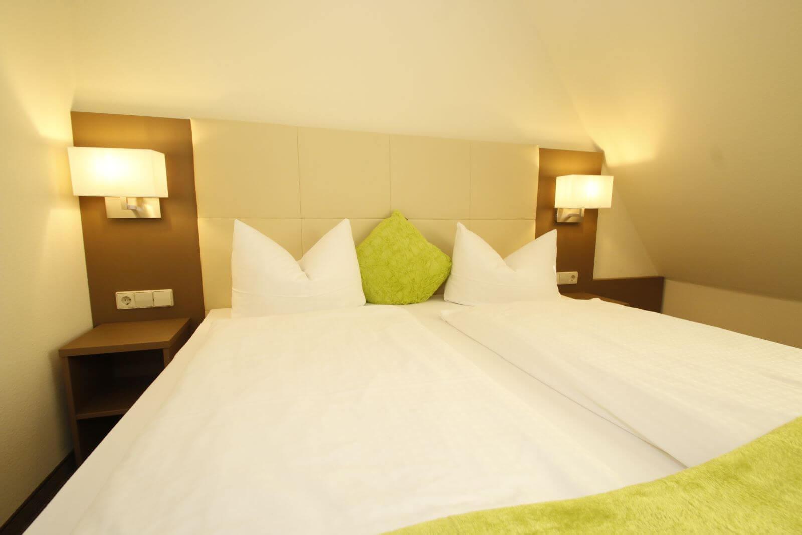 familienzimmer-suite-apartment-hotel-garni-pension-freiburg-cityhotel-innenstadt-guenstig (6)