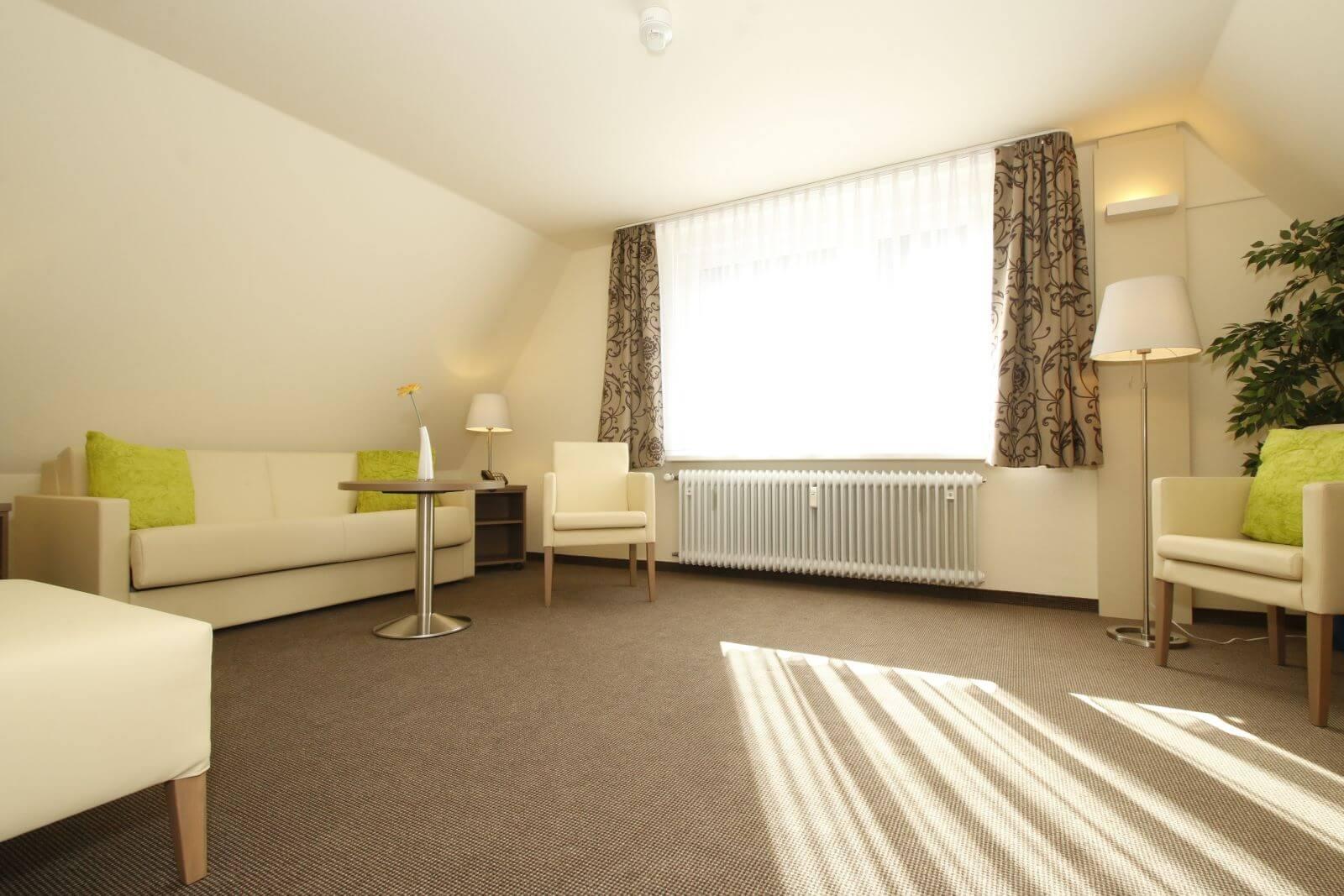 familienzimmer-suite-apartment-hotel-garni-pension-freiburg-cityhotel-innenstadt-guenstig (7)