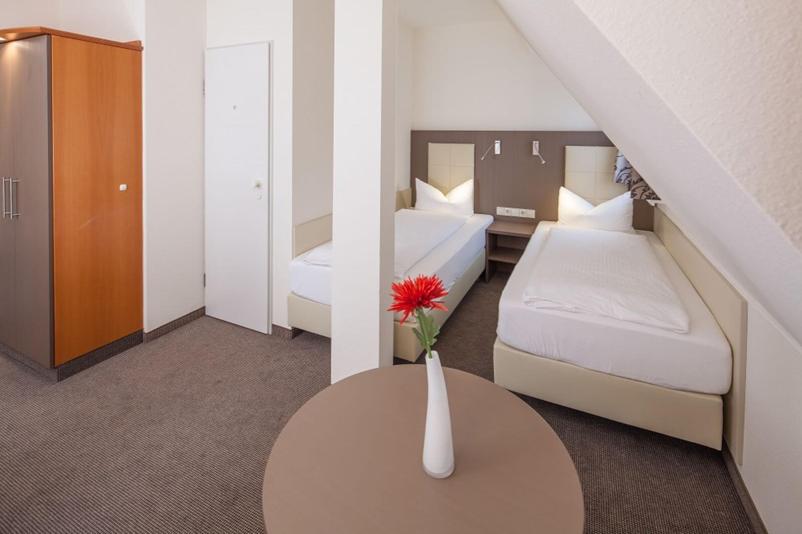 twinbettzimmer-zweibettzimmer-hotel-garni-pension-freiburg-cityhotel-innenstadt-guenstig (1)