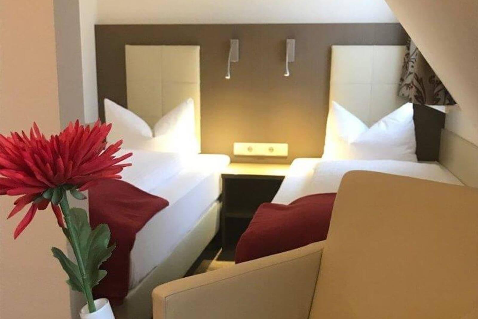 twinbettzimmer-zweibettzimmer-hotel-garni-pension-freiburg-cityhotel-innenstadt-guenstig (11)