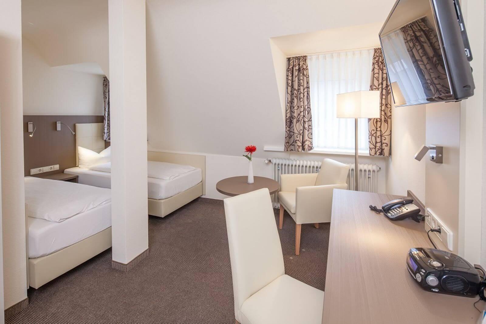 twinbettzimmer-zweibettzimmer-hotel-garni-pension-freiburg-cityhotel-innenstadt-guenstig (2)