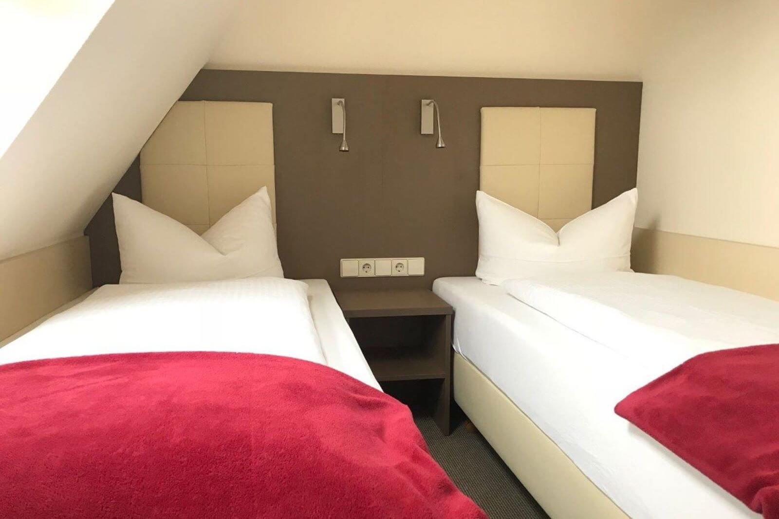 twinbettzimmer-zweibettzimmer-hotel-garni-pension-freiburg-cityhotel-innenstadt-guenstig (3)